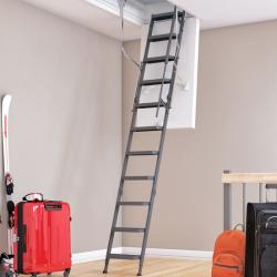 Een vaste trap naar zolder maken met behulp van een bouwpakkettrap
